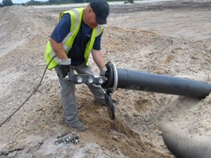 The self-propelling equipment that carries the nozzle through the pipe.